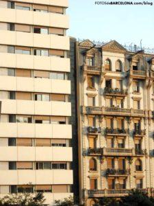 Contraste arquitectónico en plaza Lesseps