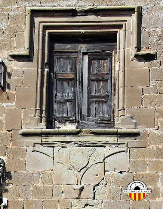 Castell de Montcortès. Detall de l'escut heràldic