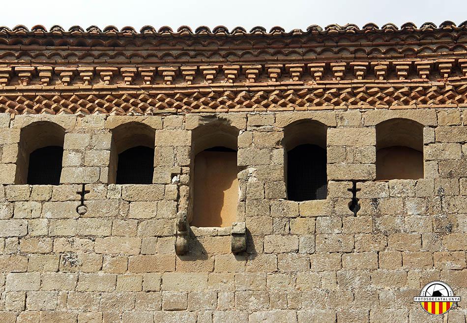 Castell de Montcortès. Detall del matacà i les espitlleres