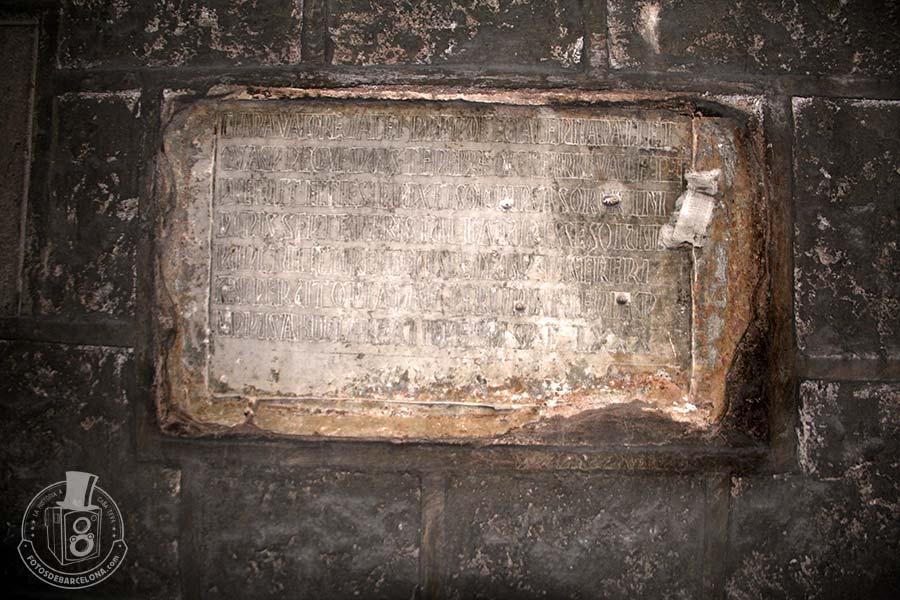 Sant Pere de les Puelles. Làpida de l'abadessa València