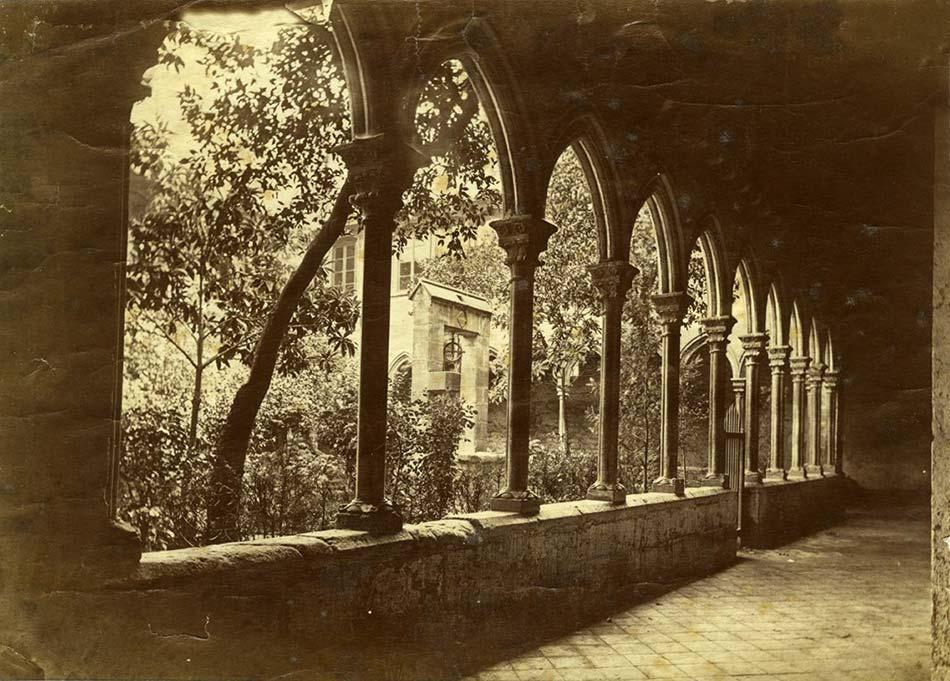 Claustre de l'església Santa Anna de Barcelona.