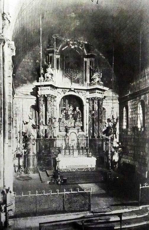 Altar major de l'Església de Santa Anna amb el retaule major barroc del segle XVIII