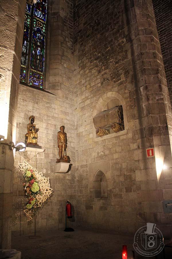 Capilla con el sarcófago de Bernat Llull en Santa Maria del Mar de Barcelona
