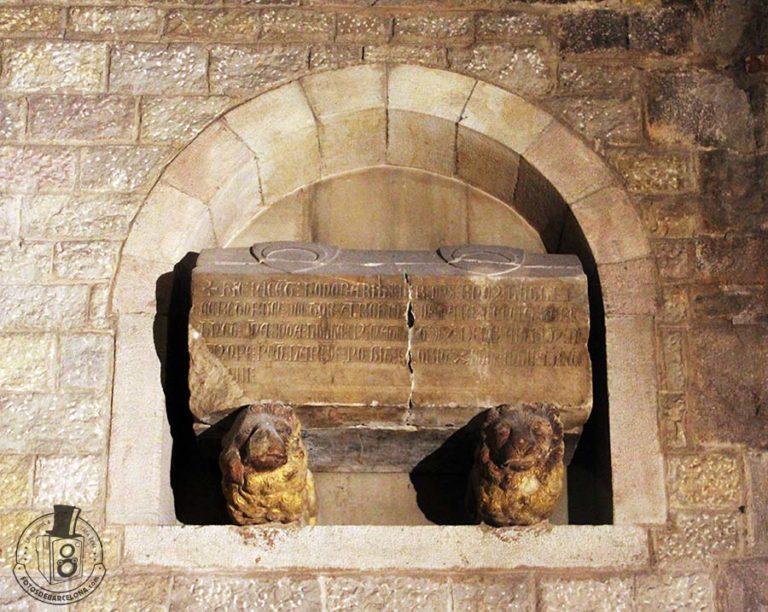 Sarcófago de Bernat Llull en Santa Maria del Mar de Barcelona