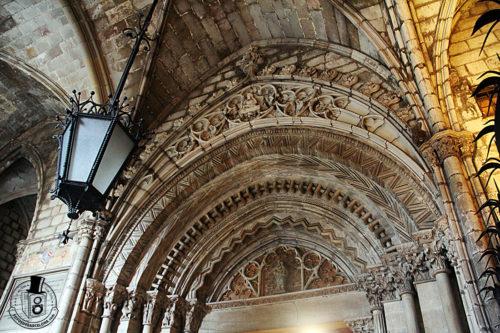 Puerta románica del claustro de la catedral de Barcelona. Fotosdebarcelona.com