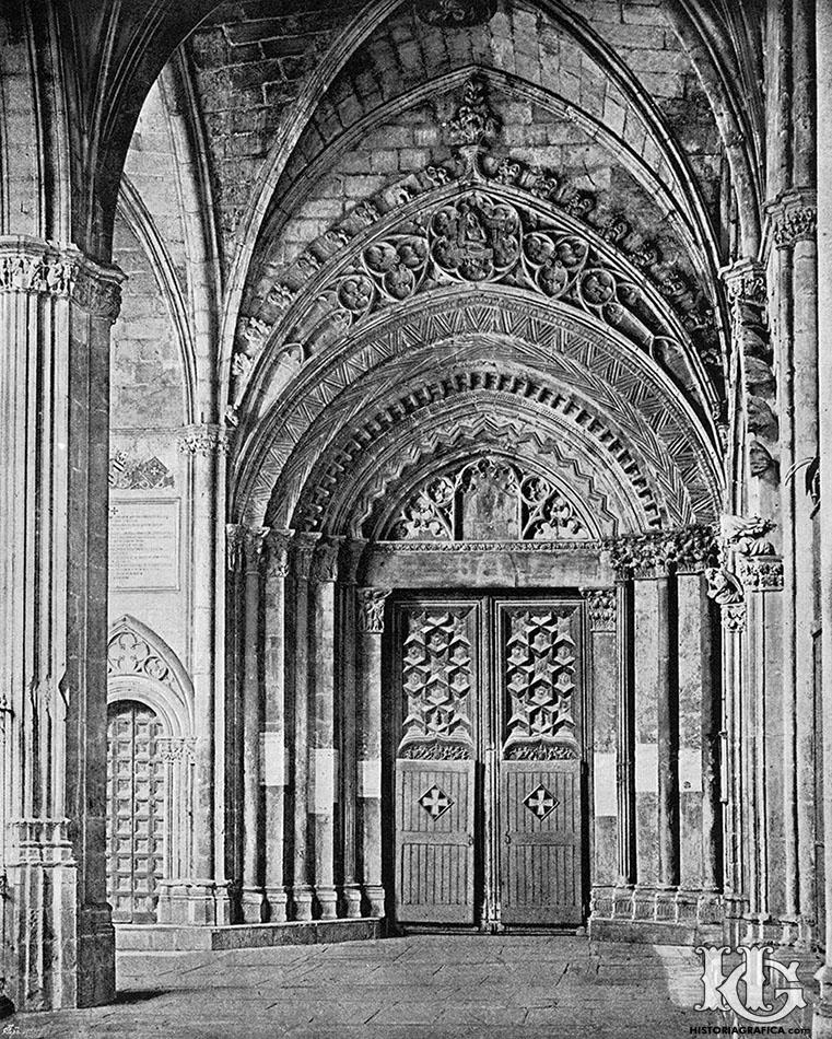 Puerta románica del claustro de la catedral de Barcelona. c.1895. Historiagrafica.com